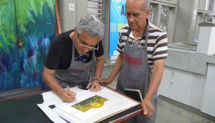 De derecha a izquierda: Holbein Jaramillo,  Jorge Montealegre. - 4ta  convención de grabadores Universidad de Antioquia  (Medellín)