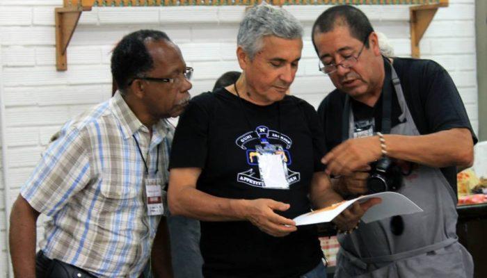De derecha a izquierda: Jorge Montealegre; Eulices Sánchez, Braulio Lucumí - 4ta  convención de grabadores Universidad de Antioquia  (Medellín)