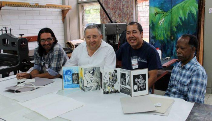 De derecha a izquierda: Eulices Sánchez, Pedro Nel Taguado, Julian- 4ta  convención de grabadores Universidad de Antioquia  (Medellin)