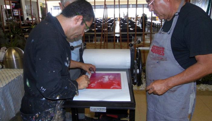 De derecha a izquierda: Eulices Sánchez, Henry Villada. - Taller de grabado Unicentro (Armenia)