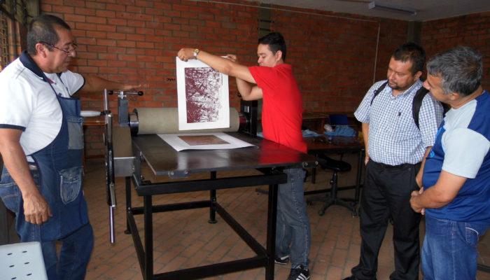 Ensayo y entrega de prensa de 1 pliego a los docentes del INTEP (Roldanillo).
