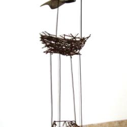 Nombre: El nido; Técnica: Ensamble. (Restos de materiales de un edificio en demolición).